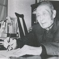 1982年,秦仁昌先生在家中工作